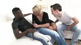 Mature wife fucks with a black man to fuck her hardcore with his black cock